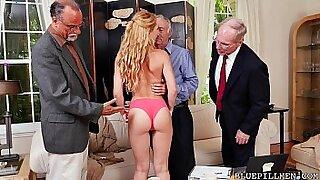 Amanda Moyer and Raylin Ann on same dick - Brazzers porno