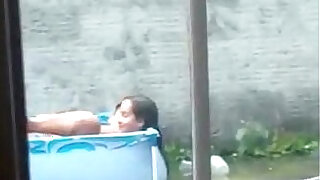 Total: 553 -  Foram flagrados na piscina de ladinho