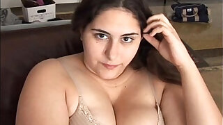 Beautiful brunette BBW has a soaking wet pussy - Brazzers porno