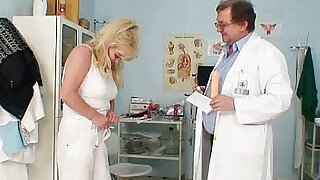 Blonde gran dirty puss test and enema - Brazzers porno