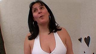 La grosse salope ejacule et se fait enculer !! French amat - Brazzers porno