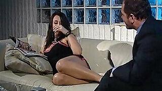 Virginia Casta Una debuttante in famiglia - Brazzers porno