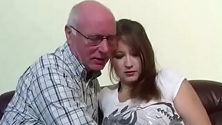 Grandpa fickt seine Stief Enkelin die noch unerfahren ist - Brazzers porno