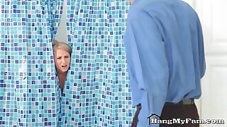 Mom Log Joliet for a Shower - Brazzers porno