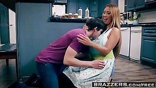 Horny reossier mom almost enemaing - Brazzers porno